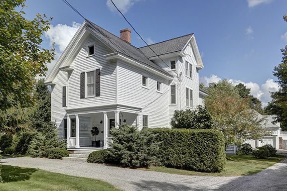 Beautiful Colonial Revival